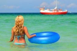 o_polze_plavanija_v_morskoj_vode